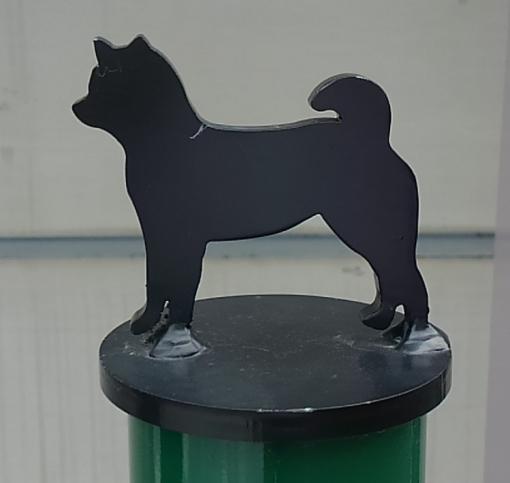 先端部のプレートは18種類の犬種からお選びいただけます。(写真は柴犬)
