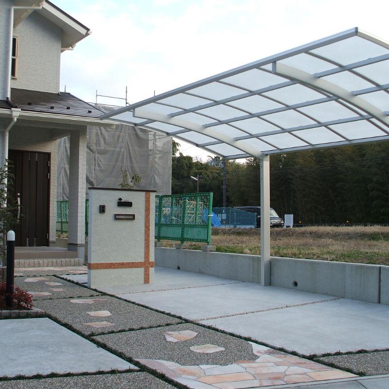 ガレージ2台分・オリジナル門柱・アプローチ・カーポート・植栽・照明