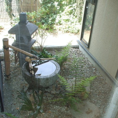 置灯篭と水鉢で作成した坪庭