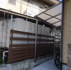駐輪スペースとプライベートな庭