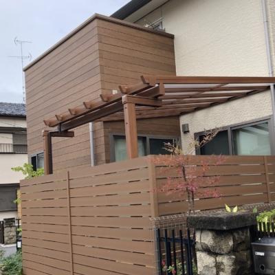 パーゴラ風テラス屋根「三協アルミ ナチュレ」を使った中庭のリフォーム