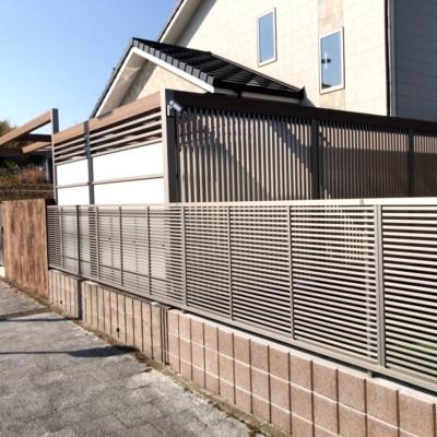 LIXIL +G (プラスG)とスタンプコンクリートを使用した大型犬のお部屋と人工芝の広々としたお庭♪